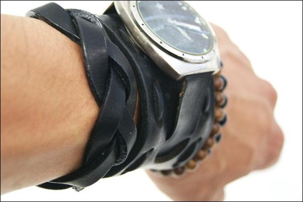 braid cuff 着用イメージ